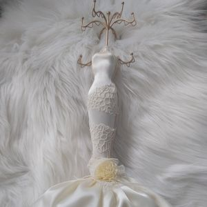 Mannequin jewelry stand